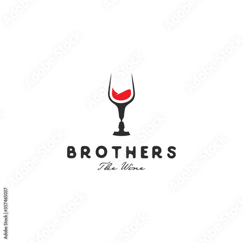 Photo negative space logo wine and the face of a man in a wine glas