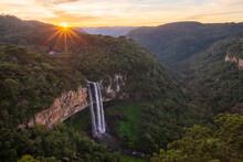 Pôr Do Sol Na Cachoeira Do Ca...