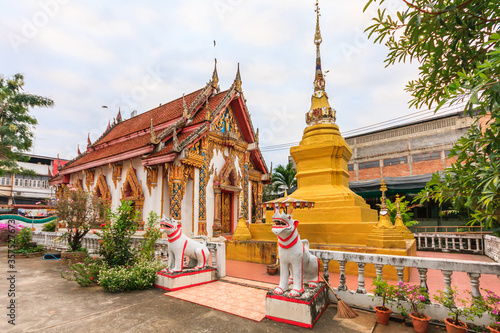 Tablou Canvas Temple lions and stupa, Nan, Thailand