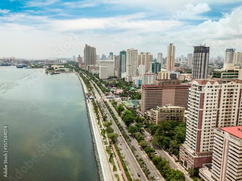Valokuvatapetti Manila, Philippines - June 2020: Roxas Boulevard, Manila Skyline and Manila Bay