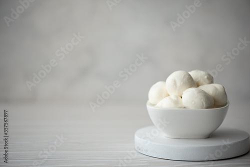 Obraz na plátne mozzarella cheese balls in a white bowl