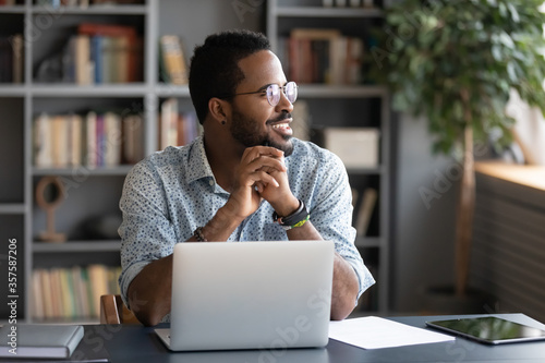 Fotomural African guy freelancer or office worker take break from work seated at desk in f