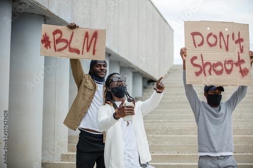 Valokuvatapetti Portrait of three men protesting