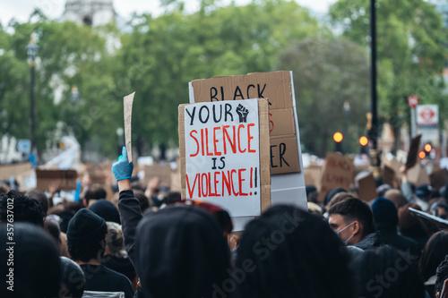 Black Lives Matter protest in London. silence is violence banner Tablou Canvas