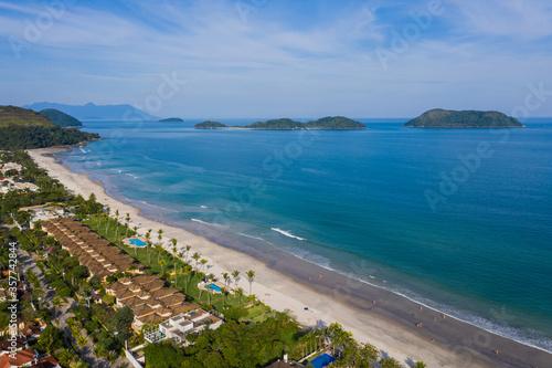 Fotografía vista aérea da praia de juquey, litoral norte de são paulo