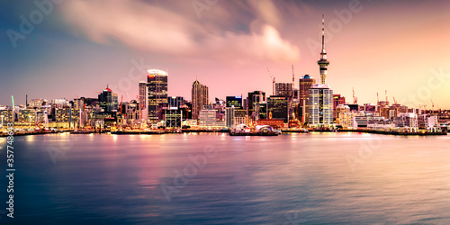 Leinwand Poster Panoramic view of Auckland city skyline and harbour at sunset as seen from the North Shore