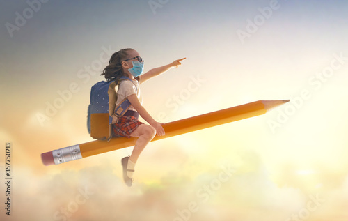 Photographie child flying on a pencil
