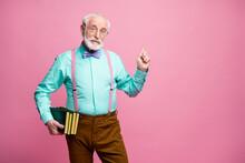 Photo Of Funny Aged Grandpa Te...