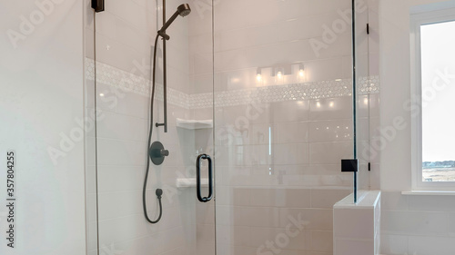 Fotomural Panorama Bathroom shower stall with half glass enclosure adjacent to built in ba