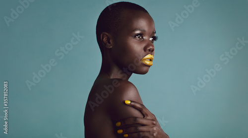 Fotografiet Female model with vibrant makeup