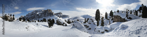 Photo Panoramic winter view of Alpine mountains