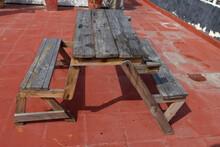 Samodzielnie Zbudowane ławki I Stół Z Drewna