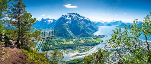 Fototapeta Rampestreken in Romsdalen, Norway. A famous tourist attraction in Åndalsnes obraz