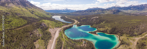 Obraz na plátně Stunning turquoise green lake in northern Canada, Yukon Territory