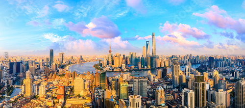Foto Beautiful Shanghai skyline and city buildings at sunset,China