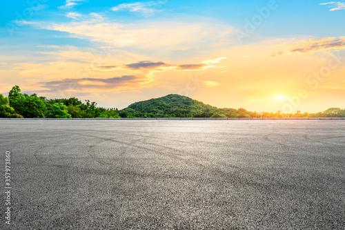 Fototapeta Empty asphalt road and green mountain landscape at sunset. obraz