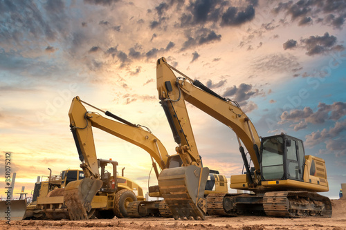 Obraz Excavator at construction site - fototapety do salonu