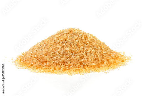 Fotomural Pile of brown sugar isolated on a white background. Cane sugar.