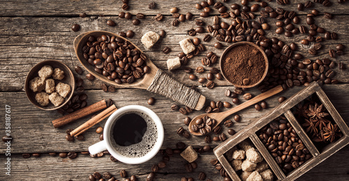 Fotografie, Obraz Coffee cup with coffee beans on wood background.