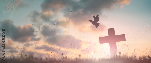 Photo Silhouette jesus christ crucifix on cross on calvary sunset background concept for good friday he is risen in easter day, good friday worship in God, Christian praying in holy spirit religious