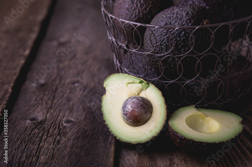 Hass avocado in a basket on a wooden table Canvas-taulu
