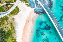 沖縄の有名な観光地 古宇利大橋の砂浜と美しい海をドローンで空撮した写真