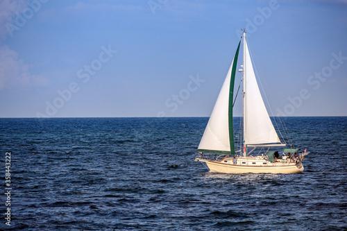 sailboat on the ocean Fototapet