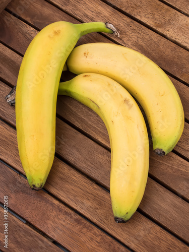 Fototapeta bananas sobre madera obraz na płótnie