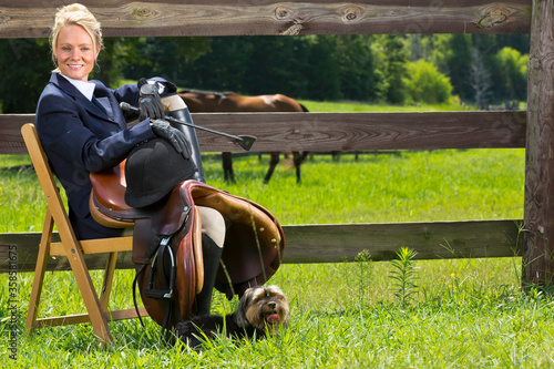Photo A Skilled Horsewoman Prepares For An Equestrian Event