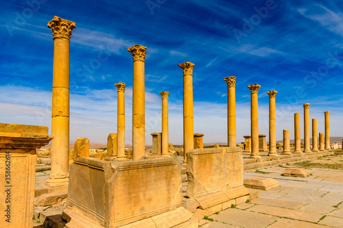 Photographie Ruins of Timgad, a Roman-Berber city in the Aures Mountains of Algeria