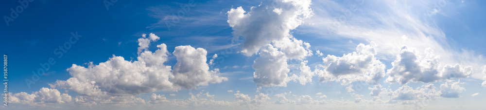 Fototapeta Wide sky panorama with scattered cumulus clouds