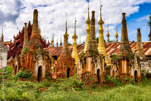 Fotografie, Obraz It's Shwe Indein Pagoda, a group of Buddhist pagodas in the village of Indein, n
