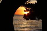 romantyczny zachód słońca nad morzem