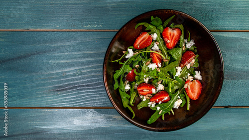 Photo Spring salad with arugula, strawberries and ricotta
