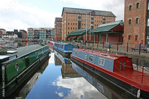 Narrow boats in Gloucester Docks Canal Basin, England Fototapeta