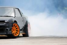 Race Drift Car Burning Tires O...