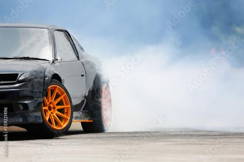 Foto Race drift car burning tires on speed track