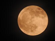 Lune Couverte De Nuage