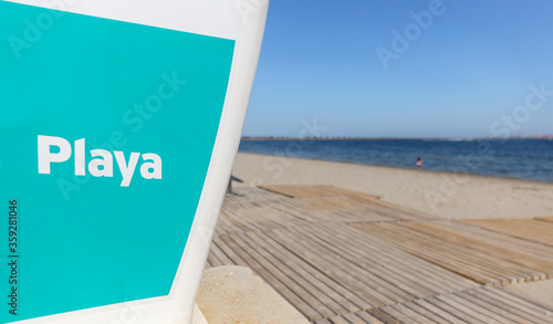 Valokuva An empty beach on the Mar Menor, despite the sunshine