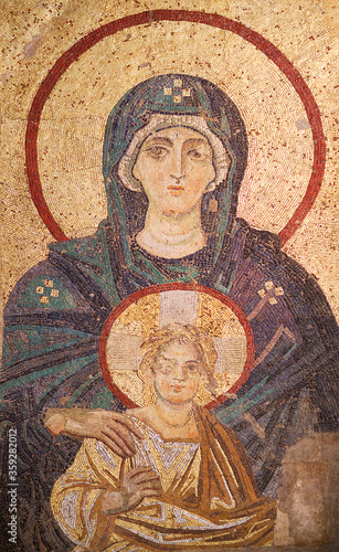 Fotografia, Obraz Virgin Mary with child - ancient Byzantine apse mosaic closeup in the Hagia Sophia, dated in 867