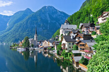 Hallstatt Lake In Alps, Grman ...