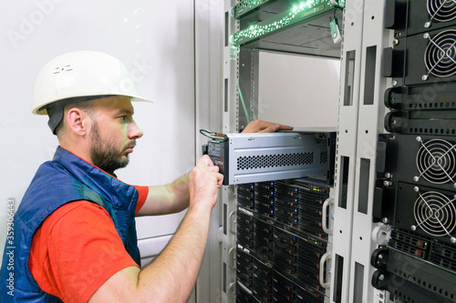 Cuadros en Lienzo . Replacing the power module in the server room rack. Maintenance of data center