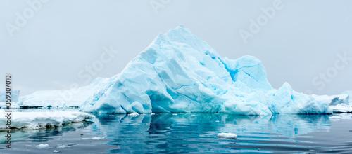 Fotografie, Obraz Beautiful view of the ice of Antarctica