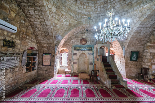 Photo Prayer hall in Sultan Abdul Majid old mosque in Byblos, Lebanon, one of the olde