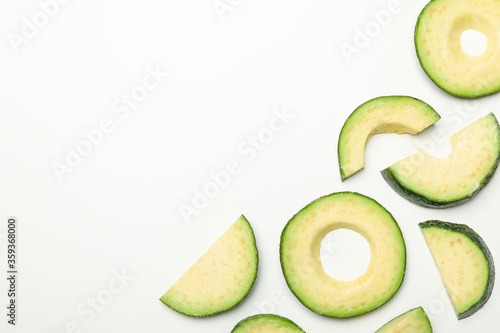Fotografía Flat lay with avocado slices on white background, top view