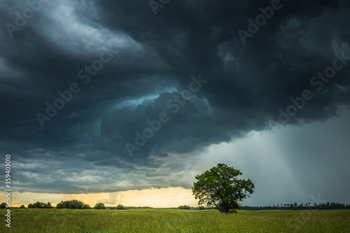 Supercell storm clouds with intense tropic rain Canvas-taulu