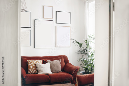 Fotomural Blank picture frames mockups on white wall