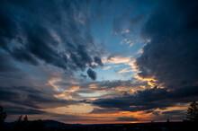 Dramatische Wolkenstimmung Zum...