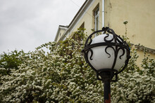 Street Lamp Round Shape With White Glass