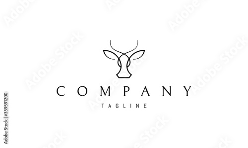 Vector logo on which an abstract image of the head of a cow in a linear style Fototapet